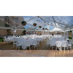 Location chapiteau transparent, chaises et tables